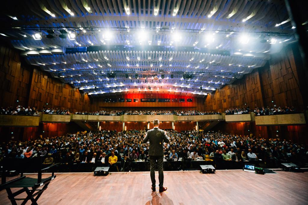 Biz Life Story Business Dokumentation Fotograf Event Seminar Unternehmer Bühne Büro Office